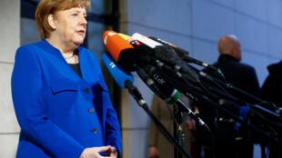 A chanceler conservadora Angela Merkel e os social-democratas alemães chegam a um acordo de princípio para formarção de um governo nesta sexta-feira, depois de mais de 24 horas de negociações.