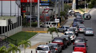 Chaque jour, des centaines de conducteurs attendent pour faire le plein dans les artères de la ville de San Cristobal, capitale de l'Etat de Tachira au Venezuela (photo d'illustration).