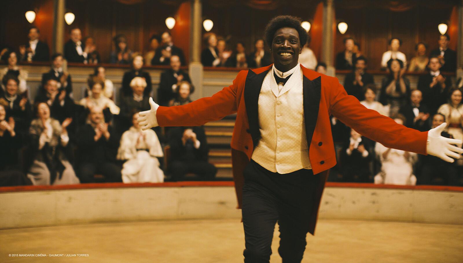 Omar Sy dans le rôle de «Chocolat» dans le film de Roshdy Zem.
