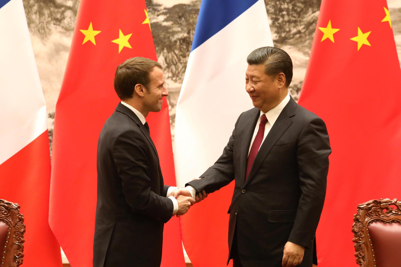 Tổng thống Pháp, Macron (T) và chủ tịch TQ Tập Cận Bình tại Bắc Kinh. Ngày 09/01/2018.
