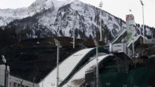 Trạm trượt tuyết RusSki Gorki đã được chuẩn bị xong cho 2014 de Sotchi. - REUTERS /S. Karpukhin