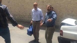.احمد زیدآبادی، روز گذشته٣١ اردیبهشت/٢١ مه، پس از تحمل ٦ سال زندان برای سپری کردن ۵ سال تبعید به گناباد رفت