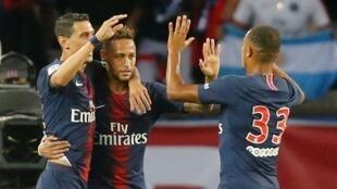 Neymar celebra gol marcado aos 9 minutos contra o Caen.
