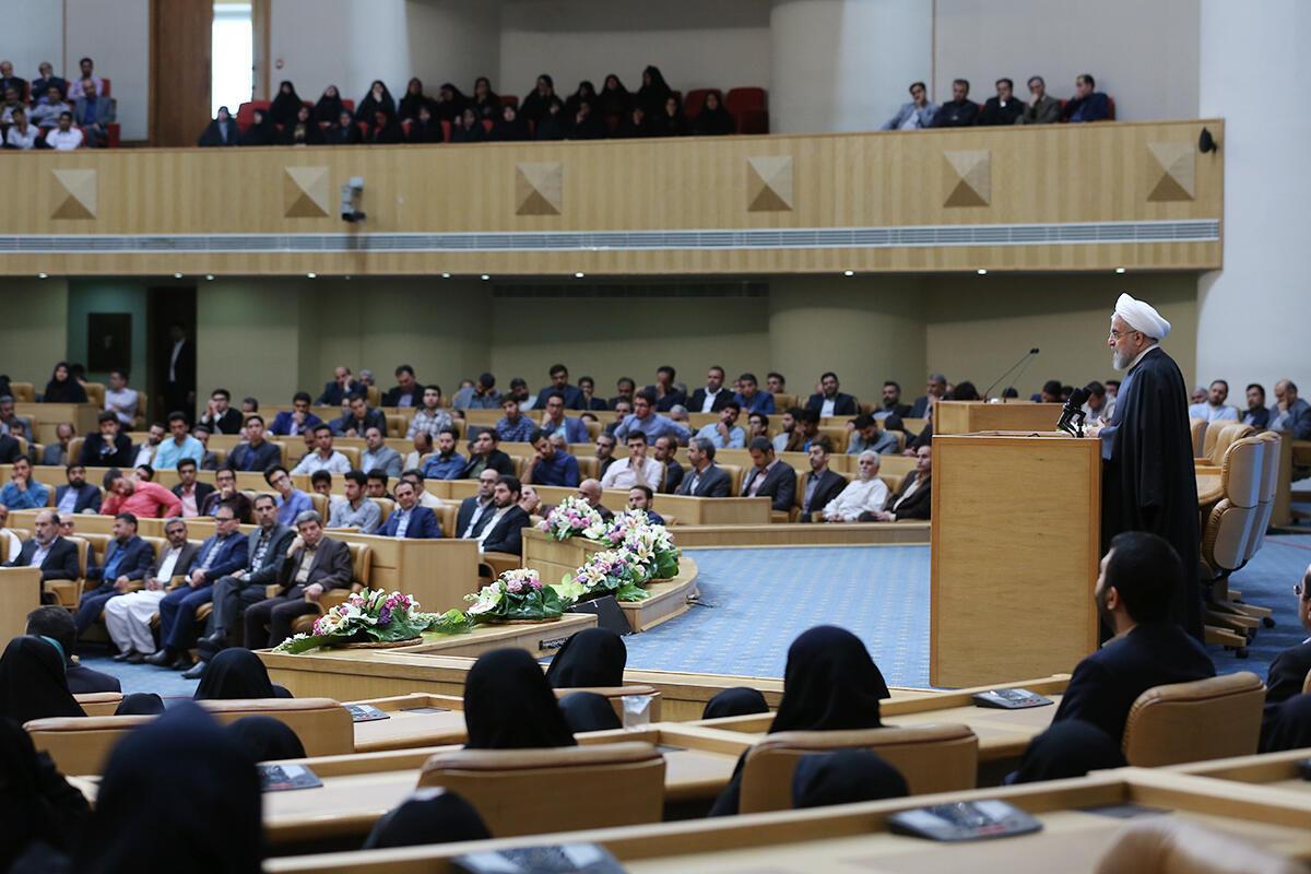 حسن روحانی، رئیس جمهوری اسلامی ایران در دیدار با گروهی از معلمان به مناسبت روز معلم