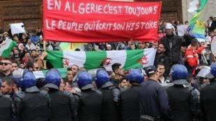 阿尔及利亚民众抗议资料图片
