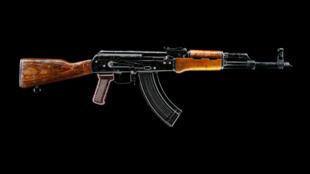 Un fusil mitrailleur kalachnikov et trois pistolets Makarov étaient dissimulés dans la voiture de l'homme interpellé à la frontière ukrainienne.