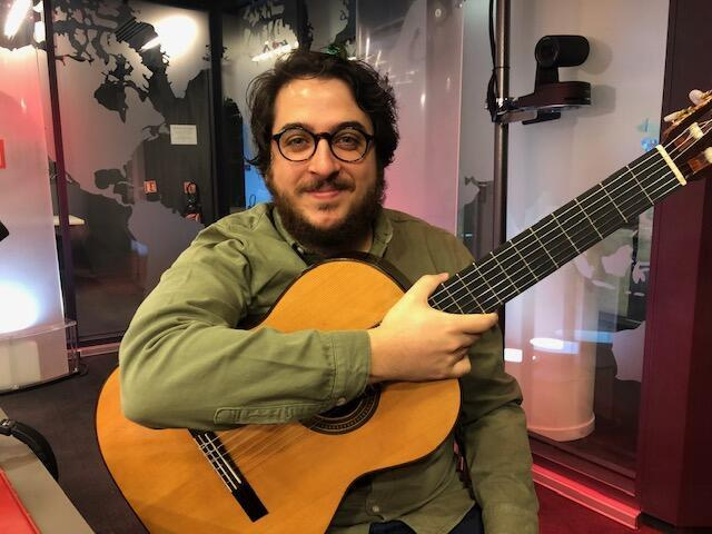 O músico João Camarero, considerado uma revelação do violão brasileiro.
