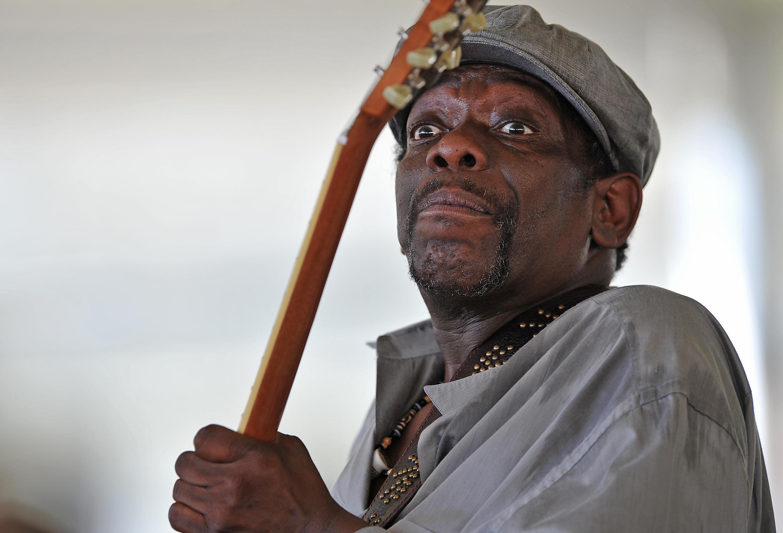 Lucky Peterson murió repentinamente el domingo a la edad de 55 años en un hospital de Dallas, Texas