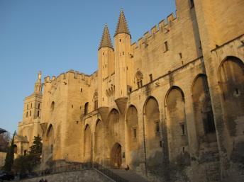 阿維尼翁教皇宮(Palais des papes d'Avignon) 亦稱《亞維儂教皇宮》