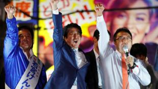 日本首相安倍晋三宣布胜选资料图片
