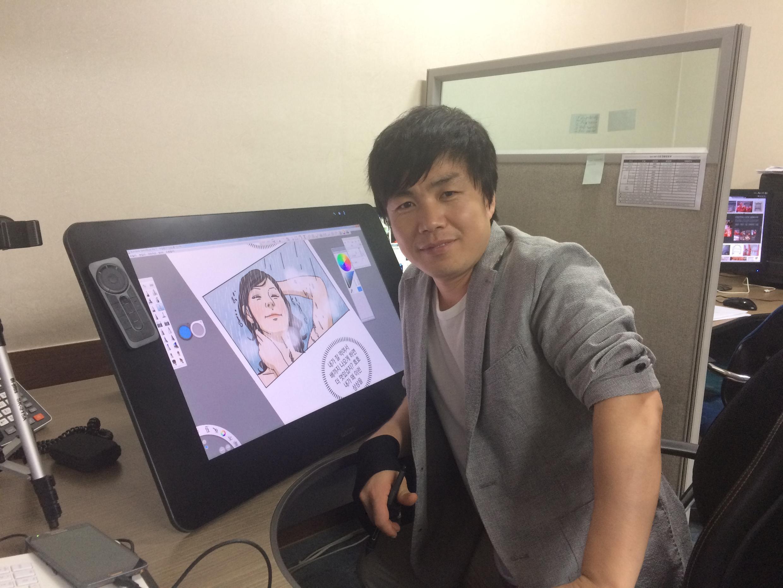 Choi Seong-guk, 36 ans, est Nord-Coréen réfugié en Corée du Sud. Il est l'auteur d'une «webtoon», une bande dessinée publiée sur Internet, «Rodong Simmun».