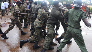 La police guinéenne a violemment dispersé les manifestants à Conakry le 28 septembre 2009.