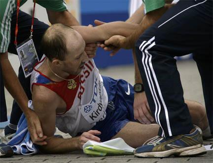 Le Russe Sergey Kirdyapkin est peut-être au sol, mais il est champion du monde du 50km marche.