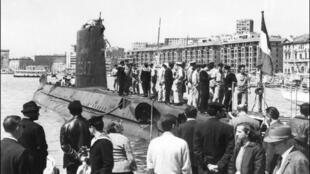 O submarino Minerve, no Velho Porto de Marselha nos anos 60.
