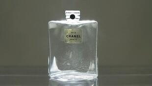 Chanel N°5 perfume bottle 1921_Galliera Museum_Paris