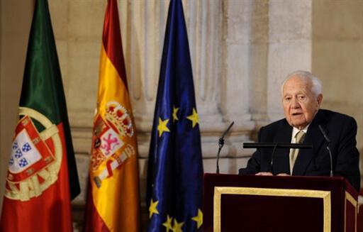 L'ancien président portugais, Mario Soares, le 12 juin 2010, lors de la cérémonie célébrant le 25e anniversaire de la signature du Traité d'adhésion de l'Espagne à la Communauté économique européenne.