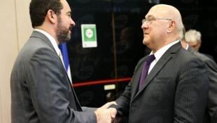 O ministro do Planejamento brasileiro, Dyogo Oliveira, e o da Economia e Finanças, Michel Sapin