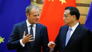 Li Keqiang, le Premier ministre chinois, aux côtés de Donald Tusk, président du Conseil européen ce lundi 16 juillet à Pékin lors du sommet UE/Chine.