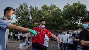 China da ta kasance makyankyasar coronavirus na fuskantar sabuwar barazanar sake yaduwar cutar a karo na biyu tsakanin al'ummarta.