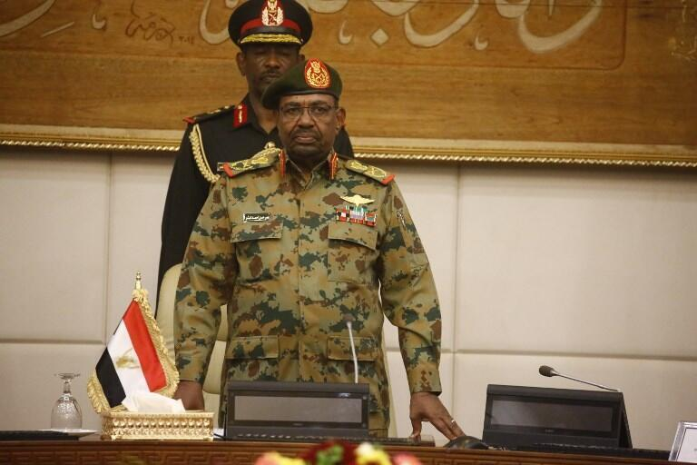 Le président Omar el-Béchir dans son palais présidentiel à Khartoum le 24 février 2019.