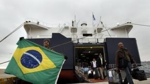 O navio com 148 brasileiros que saiu de Benghazi, na Líbia, para o porto de Atenas.