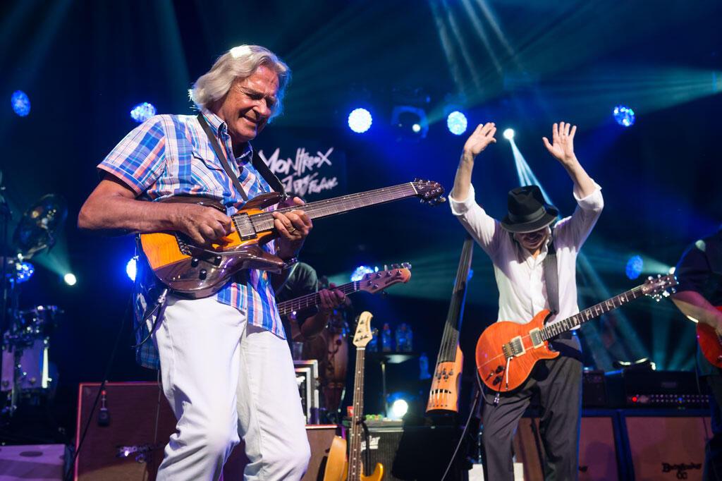 John Mc Laughlin et Carlos Santana, le 14 juillet 2015 à Montreux.