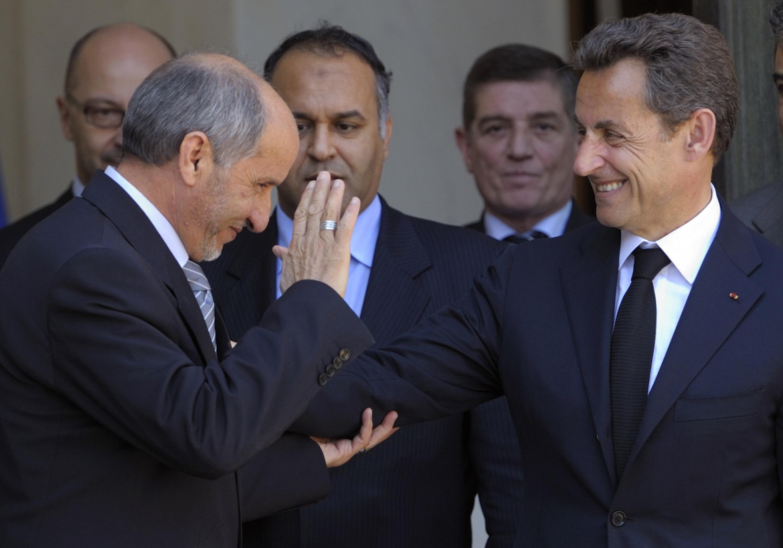 Мустафа Абдельджалиль, глава Национального переходного совета в Париже с президентом Николя Саркози 20 апреля 2011