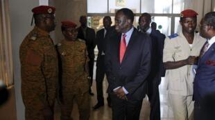 Rais wa Burkina Faso Michel Kafando na majenerali wa jeshi
