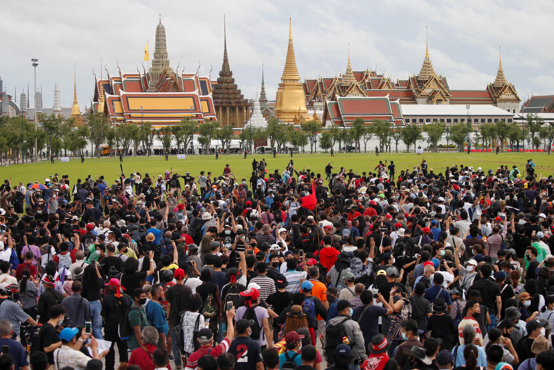 2020-09-19T095101Z_1988882142_RC2L1J9Q0TYY_RTRMADP_3_THAILAND-PROTESTS