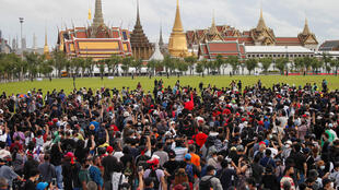 2020-09-19T095101Z_1988882142_RC2L1J9Q0TYY_RTRMADP_3_THAILAND-PROTESTS