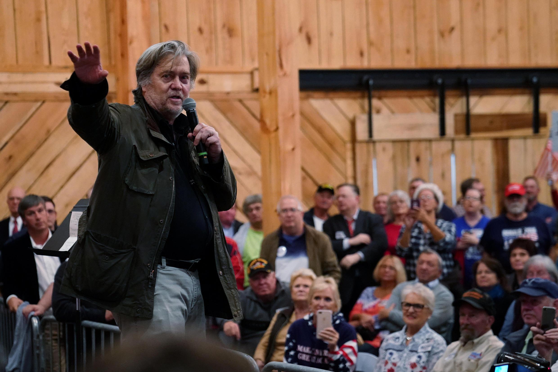 Cựu cố vấn chính trị Stephen Bannon của tổng thống Mỹ Donald Trump, vận động cho ứng viên đảng Cộng Hòa Roy Moore, tại thành phố Midland, Alabama, ngày 11/12/2017.