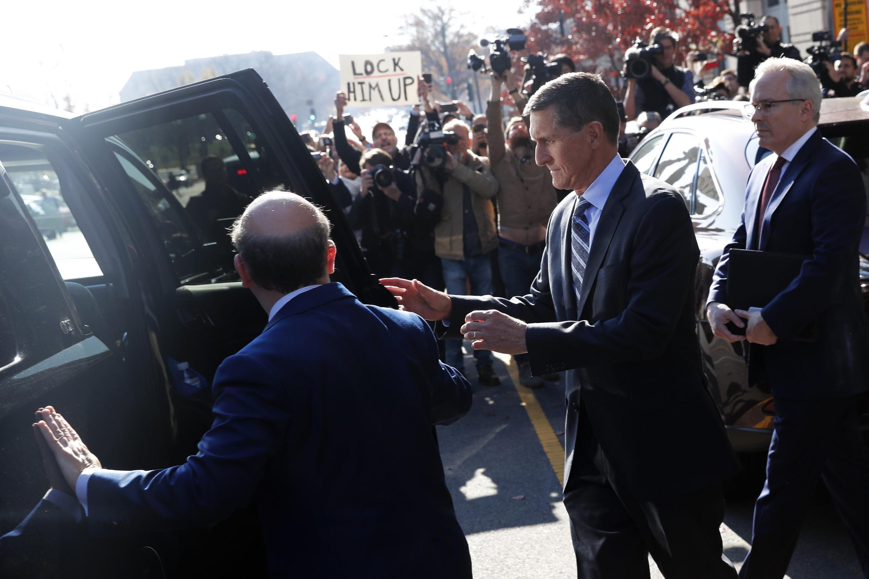 Cựu cố vấn an ninh Mỹ Michael Flynn, sau khi rời tòa án Washington, ngày 01/12/2017.