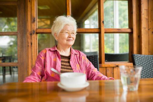 Từ nay, giới trẻ Trung Quốc có nghĩa vụ chăm sóc người cao tuổi trong gia đình