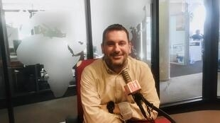 L'écrivain Marc Fernandez en studio à RFI (mars 2020).