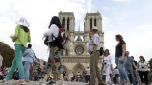 Les touristes américains étaient plus de 6 millions en 2015 en France.