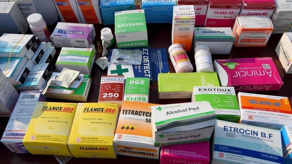 Une saisie de faux médicaments à Phnom Penh en mars 2019 (image d'illustration). TANG CHHIN Sothy / AFP