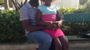 António Afonso, docente universitário caboverdiano e filha