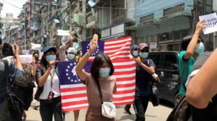 2021-04-27T092343Z_2042227450_RC294N9E7VKP_RTRMADP_3_MYANMAR-POLITICS-YANGON-PROTESTS