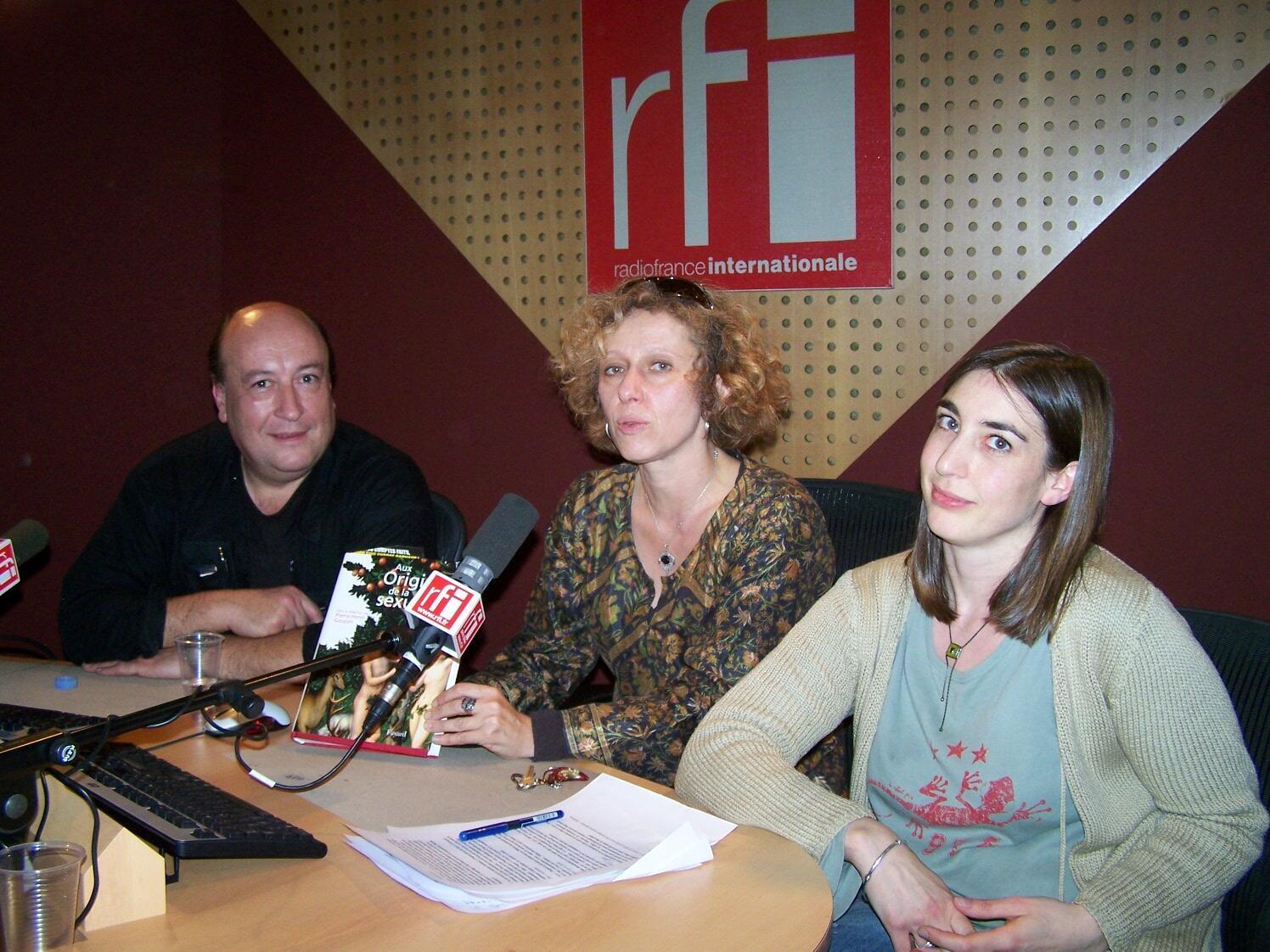 Pierre Henri Gouyon et Tatiana Giraud autour de Caroline Lachowsky