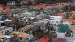 Vista  aérea das casas destruídas pelo furacão Irma, na zona francesa da Ilha de Saint-Martin.