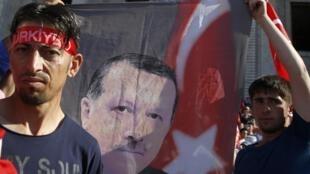 Сторонники Эрдогана в Анкаре 16 июля 2016