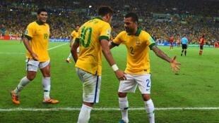 Wachezaji wa timu ya taifa ya Brazil wakishangilia moja ya goli walilofunga