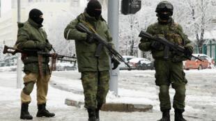 Вооруженные люди на улицах Луганска, 22 ноября 2017.