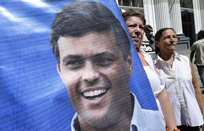 Manifestantes pedem a libertação de Leopoldo López (no cartaz), em setembro de 2015.