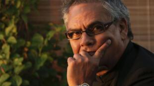 Romancier mauricien, Alain Gordon-Gentil est journaliste de profession. «J'attendrai la fin du monde» est son cinquième roman.