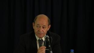 Le ministre français de la Défense Jean-Yves Le Drian est en tournée en Afrique.