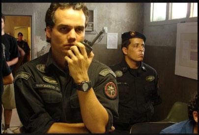 """Cena do filme brasileiro """"Tropa de Elite 2"""", de José Padilha."""