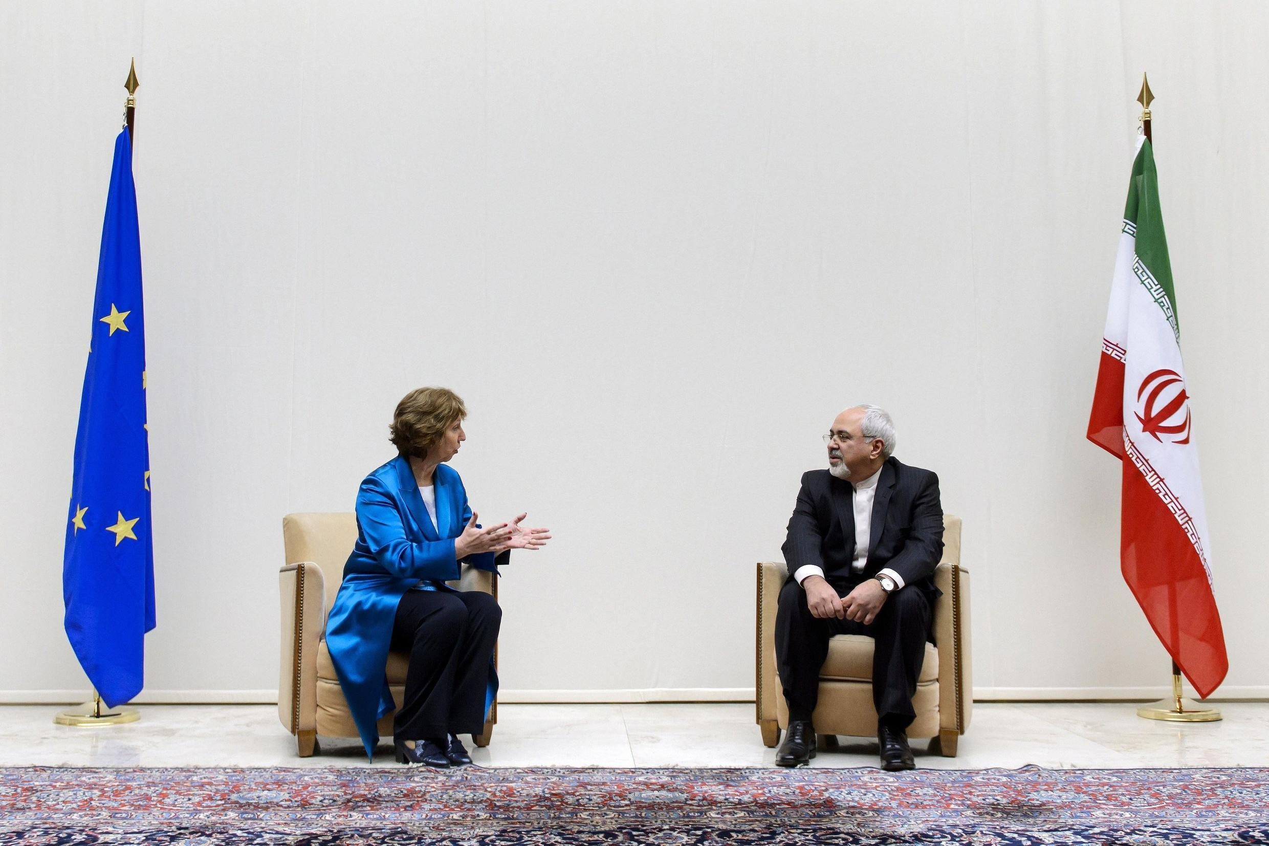 European Union foreign policy chief Catherine Ashton speaks with Iranian Foreign Minister Mohammad Javad Zarif, Geneva, 15 October, 2013