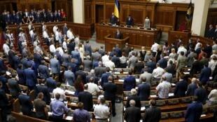 Выступая в Верховной раде, Петр Порошнко заявил, что украинские военные должны быть готовы к полномасштабному вторжению по всему периметру границы с РФ.