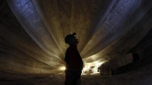 Un ouvrier employé dans une mine de potasse appartenant à Uralkali, en Russie.
